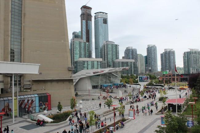 Aquarium and Toronto skyline