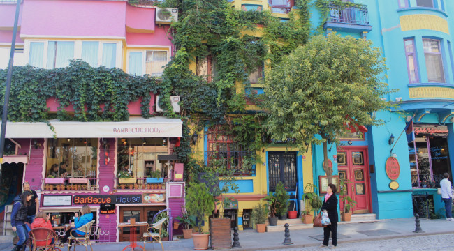 Colourful shops (Sultanahmet, Istanbul)