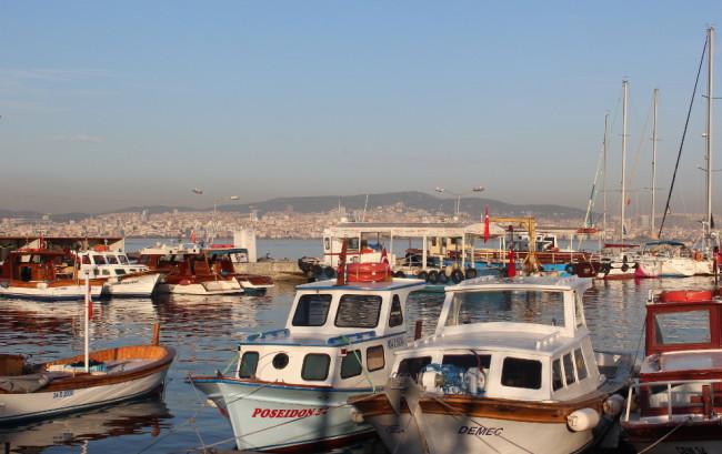 Istanbul still visible (Büyükada)