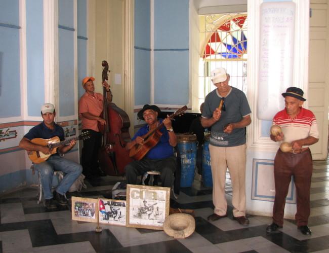 Musicians in Trinidad (Cuba)