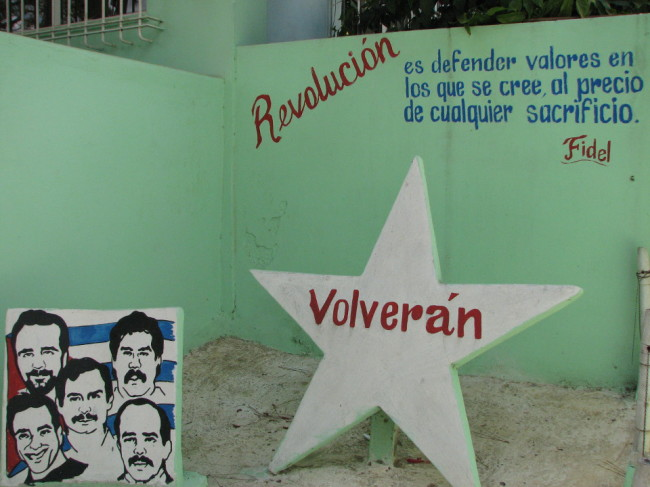 Slogans painted on walls (Cuba)