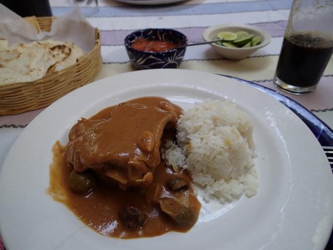 """Chicken in an """"estofado"""" mole sauce (Las Quince Letras, Oaxaca)"""