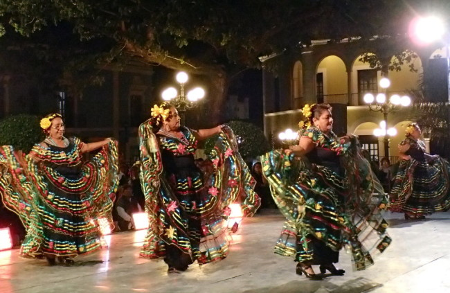 Dancers on the main square in Campeche (Mexico)