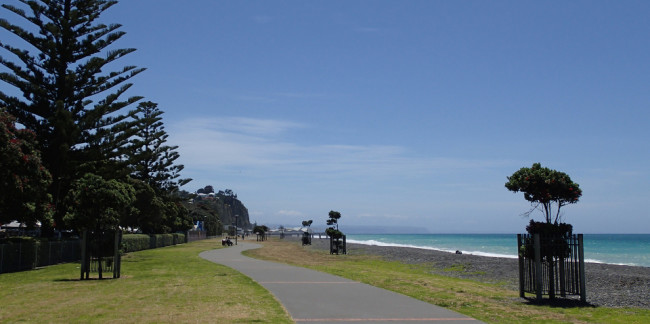 Seaside pathway (Napier, New Zealand)