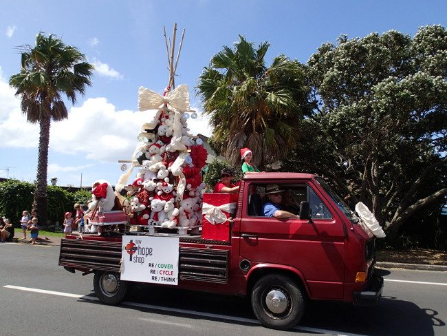 Christmas parade on Waiheke Island (New Zealand) - Christmas traditions