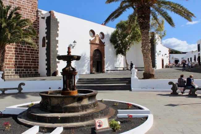 Teguise Plaza de la Constitución (Lanzarote away from the resorts)