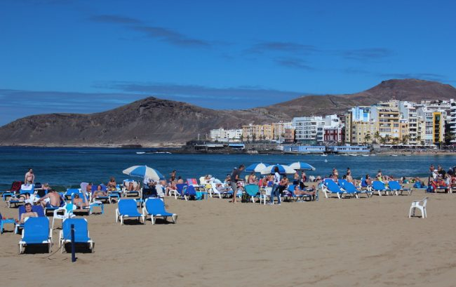 Las Canteras beach (travel guide to Las Palmas de Gran Canaria)