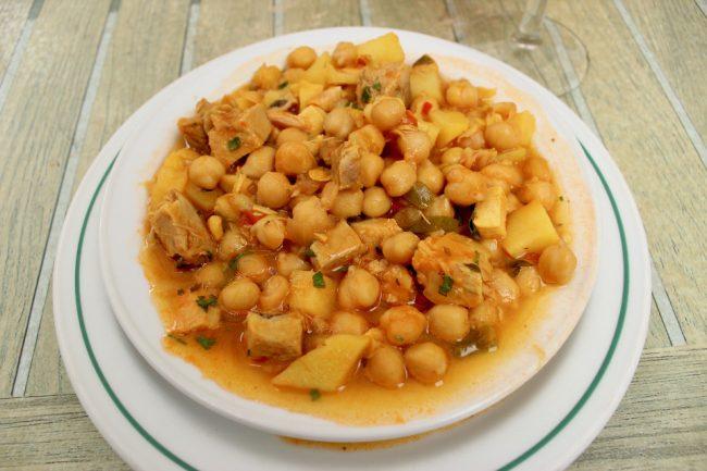 "The Canarian dish of ""ropa vieja"" (travel guide to Las Palmas de Gran Canaria)"