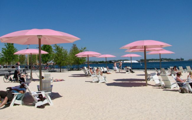 Sugar Beach (great Toronto photos)