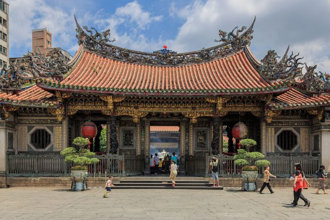 The Mengjia Longshan temple in Taipei (why go to Taiwan)