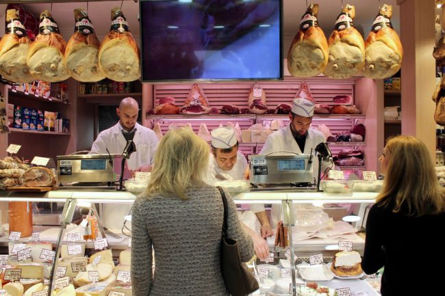 At family-owned deli Ruggeri (food tour in Rome)