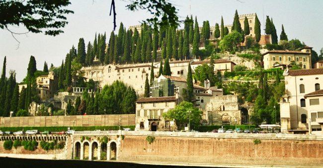 Riverside, Verona (Italy) (overtourism)